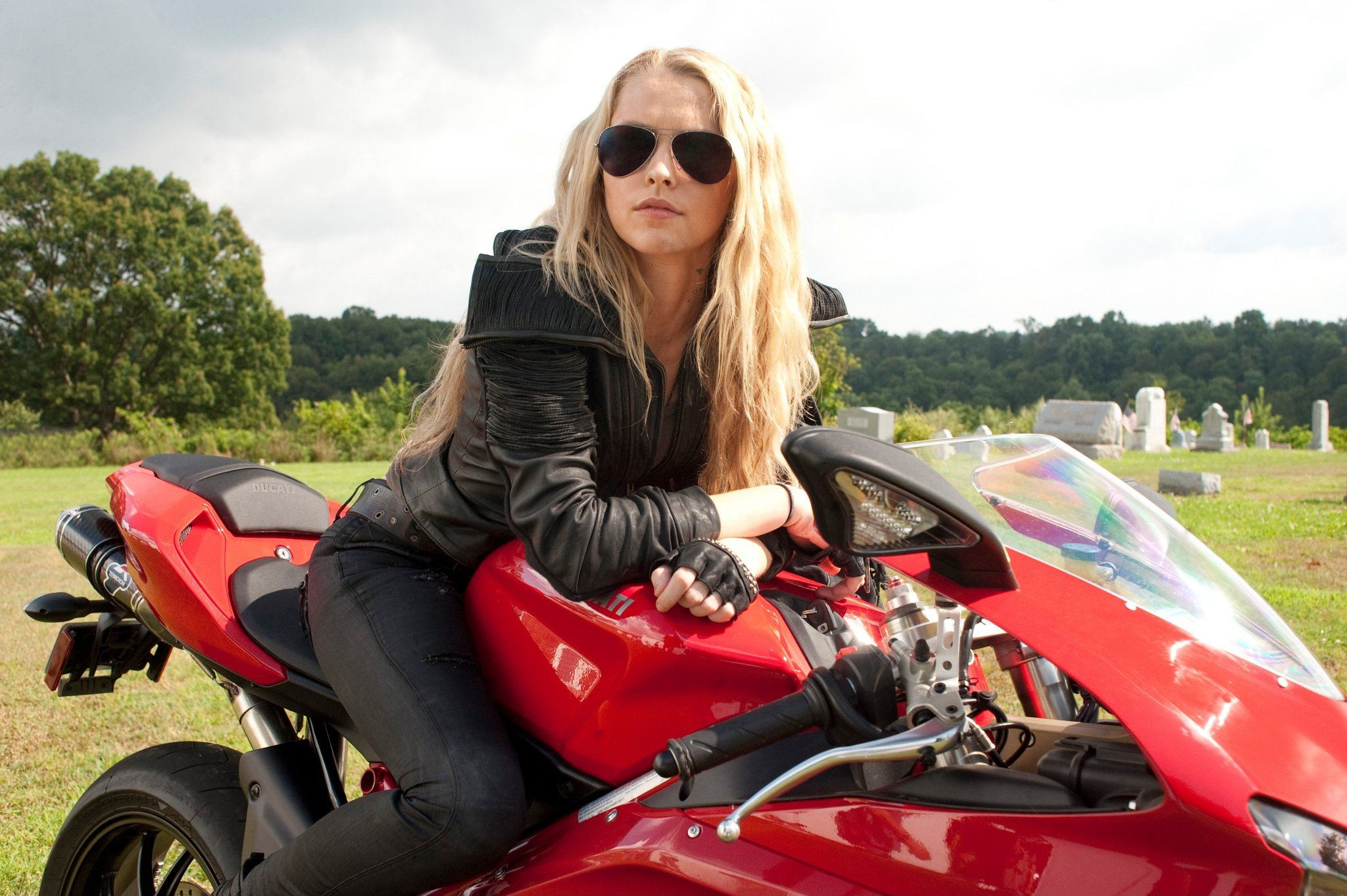 Ducati_Sportbike_848_I_Am_Number_Four_Blonde_Teresa_Palmer_women_females_girls_2048x1363