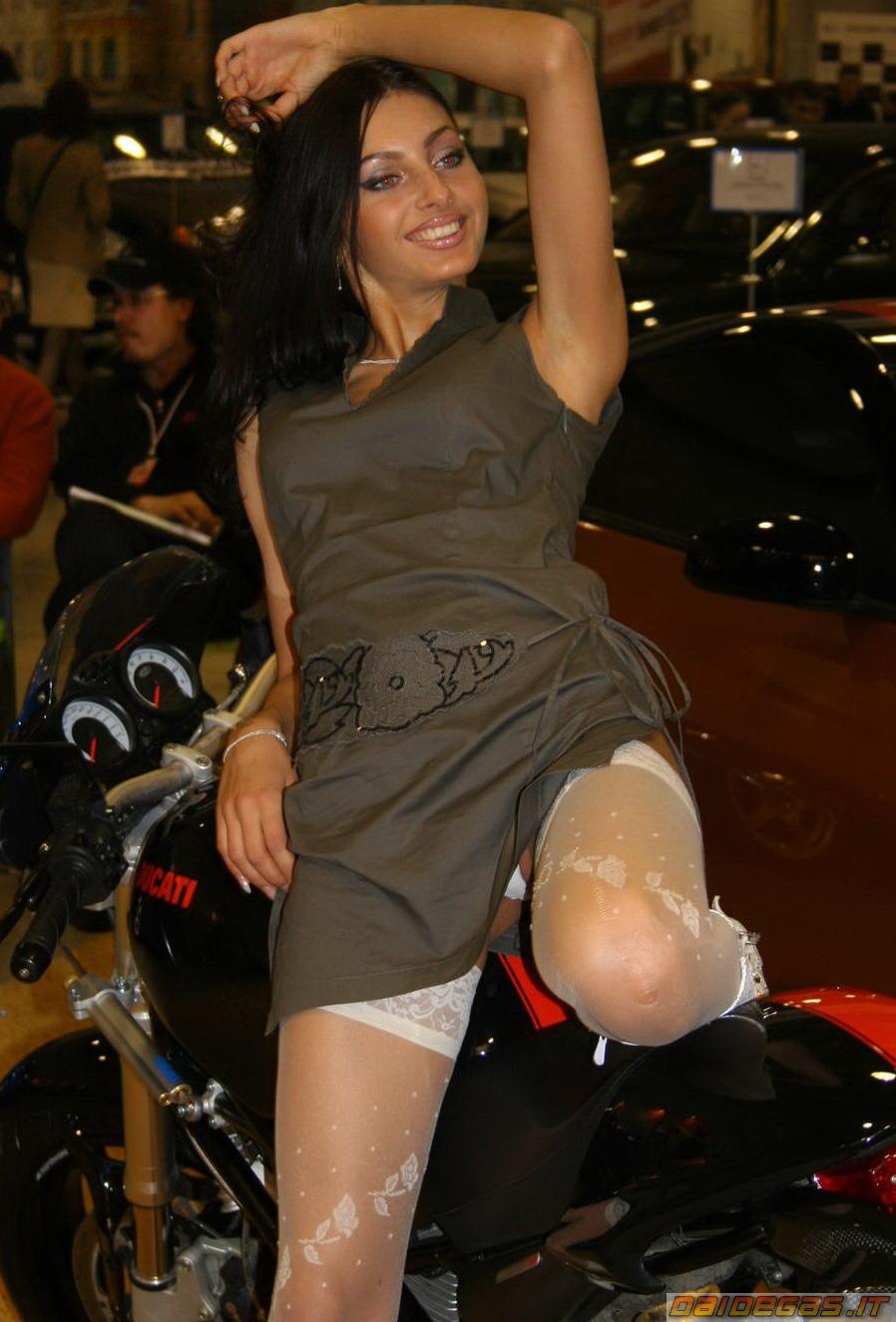 ducati-monster-sexy-girl-babe-ragazza-donna-moto-3